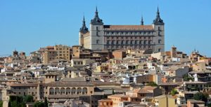 Вид улицы в испанском городе Толедо